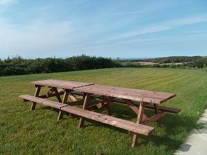 3 TABLES DE JARDIN